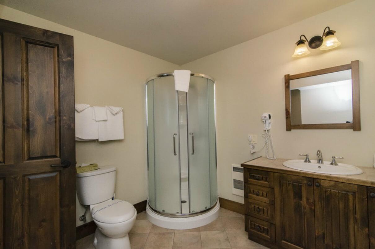 salle de bain chalet - Le Village Windigo | Baskatong